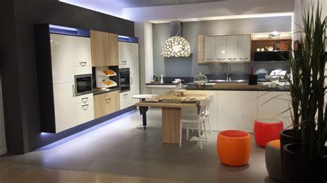 cuisine pour handicapé cuisines adaptées pour tous cuisine pmr amrconcept