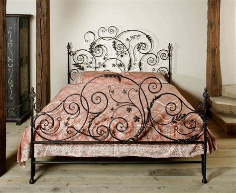 1000+ Ideas About Painted Iron Beds On Pinterest