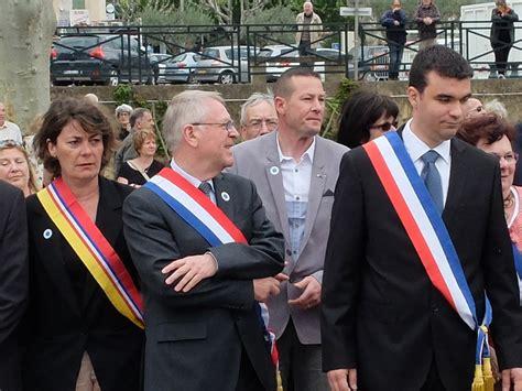 port de l echarpe tricolore 28 images echarpe de maire l politique port de l 233 charpe