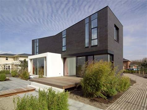 Modern Brick House Design, Comfort And Minimalist In Style