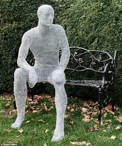 Chicken wire sculptor Derek Kinzett's amazing work | Daily ...