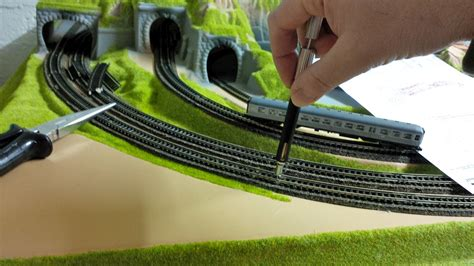 Wie Wandbeleuchtungen Richtig Einsetzen Kann by Modellbahn Gleise Befestigen Wie Geht S Am Besten
