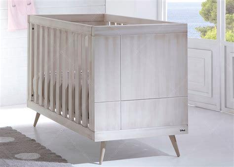 chambre bebe lit et commode chambre de bébé chambre d 39 enfant design scandinave chez