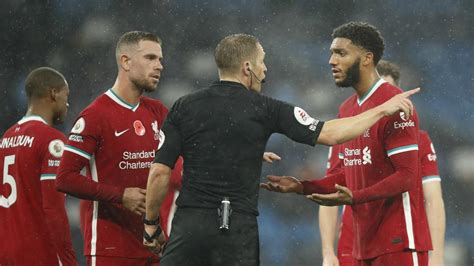Where is he meant to put his arms? - Henderson questions ...
