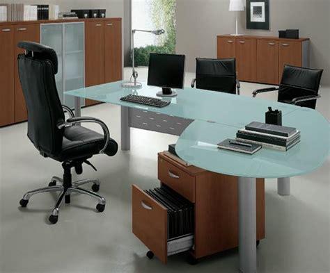 bureau bois et verre mobilier de bureau l 39 économie prime sur l 39 ergonomie