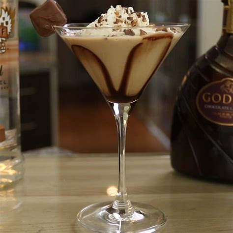De salted caramel martini is een heerlijke cocktail op basis van baileys salted caramel, espresso, vodka en koffie. Salted Caramel Martini | Recipe | Drinks with caramel vodka, Frangelico cocktail recipe, Alcohol ...