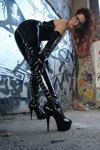 In Latex - Mistress Myra