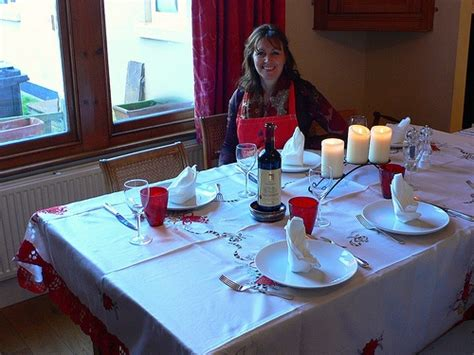 laying a christmas table british christmas traditions heather on her travels