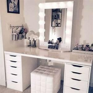 Miroir De Coiffeuse : les 25 meilleures id es concernant coiffeuse avec miroir sur pinterest vanities maquillage de ~ Teatrodelosmanantiales.com Idées de Décoration