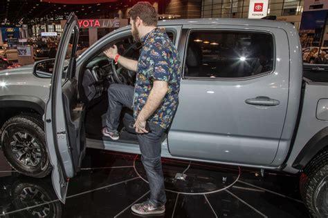 2020 Jeep Gladiator Vs Toyota Tacoma by Auto Show 2020 Toyota Tacoma Vs 2020 Jeep
