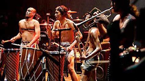 Biasanya diiringi dengan alat musik seperti gitar listrik dan juga drum. Contoh Alat Musik Kontemporer - Aneka Contoh
