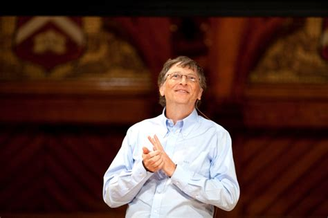 Bill Gates urges Harvard students toward public service ...