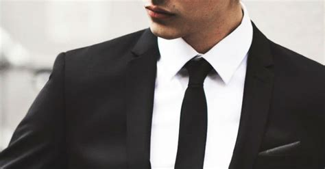 Svart slips på fest