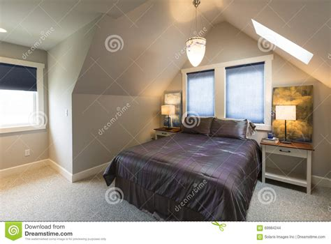 table chambre bedroom with bed bedside tables vaulted ceiling window