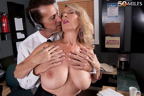 Hot Mature Laura Layne Gives The Best Customer Service Pichunter
