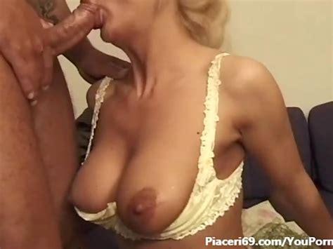 sexy milf italiana apre il culo al maschio che la sodomizza italian milf anal fantastic woman
