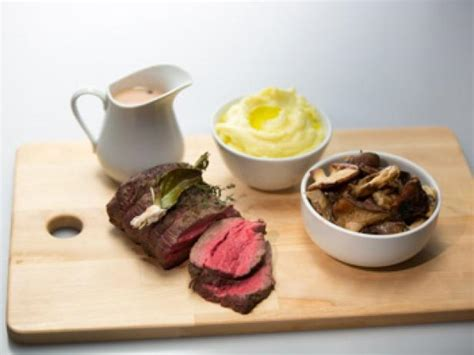 chateaubriand cuisine roasted chateaubriand with wine reduction and
