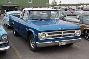 1971 Dodge D100 Sweptline Pickup