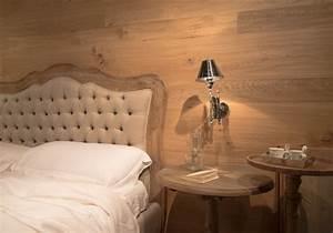 camera da letto con pareti in legno 3 Mobili Toson arredamenti su misura vintage country e