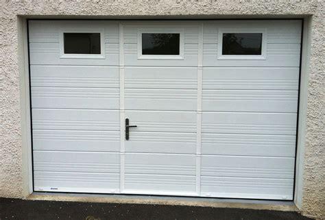 porte de garage coulissante motorisee avec portillon menuiserie pele portes de garage