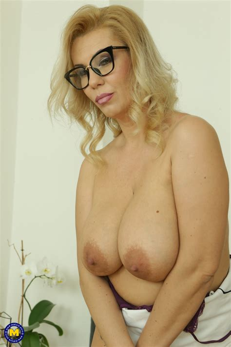 Sexy Blonde Mature With Glasses Plays With Her Favorite