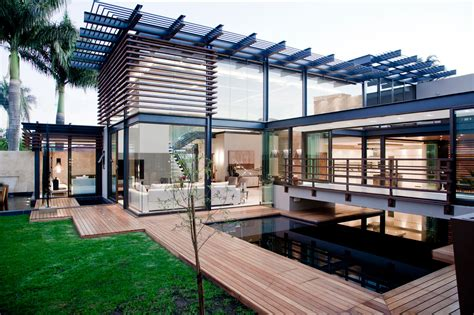 Home Design Architects : Stunning Luxury Home With Cooling Features