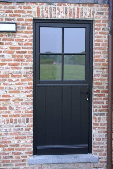 trap met tapijt afplakken 25 beste idee 235 n over deuren zwart schilderen op pinterest