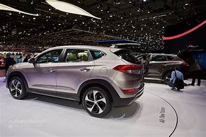 Hyundai Tucson 2016 : 2016 hyundai tucson debuts in geneva with 48v hybrid and phev engines autoevolution ~ Medecine-chirurgie-esthetiques.com Avis de Voitures