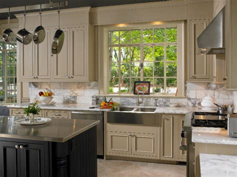 kitchen cabinets two colors two tone kitchens savvy solutions for the kitchen and bath 6429