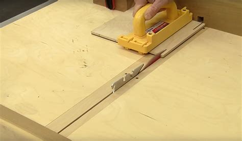 how to cut plexiglass on a table saw how to cut plexiglass without chipping woodworking