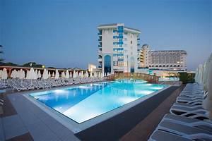 Water Side Resort & Spa | Etstur.com  Side