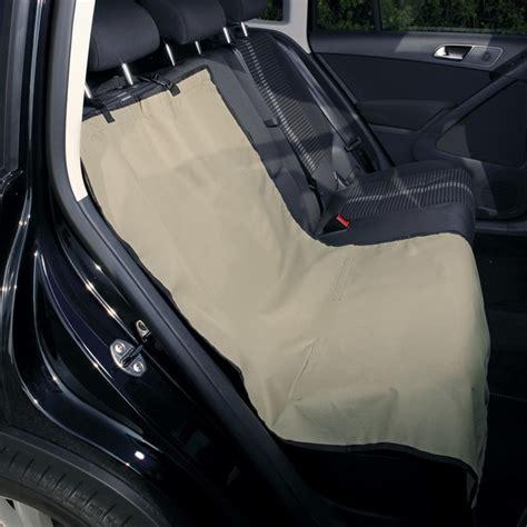 protège siège et banquette de voiture beige pour chien