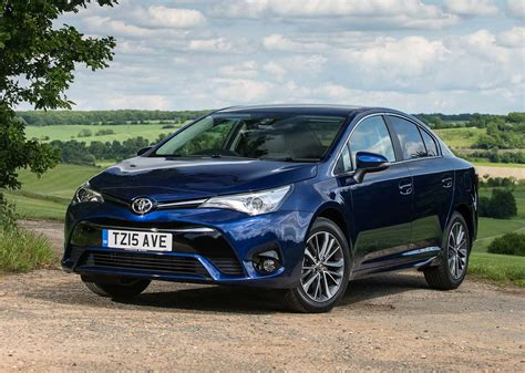 toyota avensis saloon   review parkers