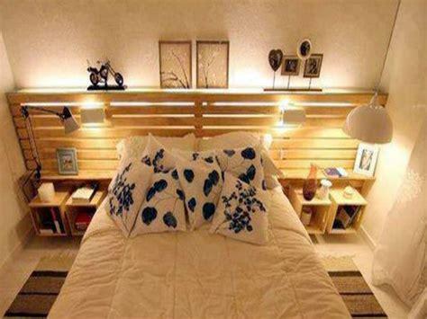 chambre palette bois lit palette avec tete de lit rangement dans chambre