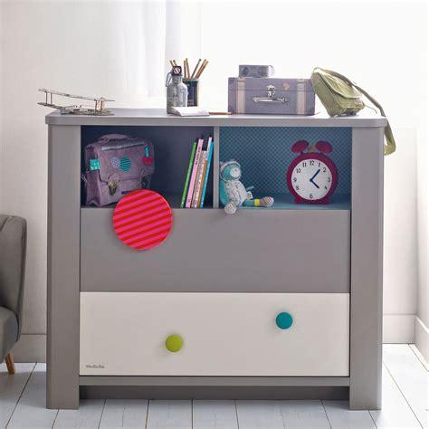 chambre bébé colorée commode coloree