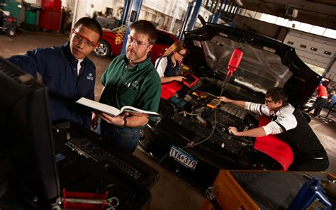 Auto Mechanic Career Information by 3 Top Career Opportunities For An Automotive Technician