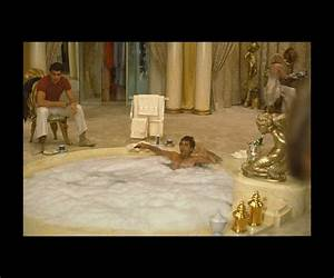 TONY IN HIS TUB SCARFACE T