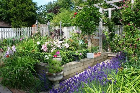 Cottage Garden Ideas by 36 Best Plants For A Cottage Garden And Design Ideas