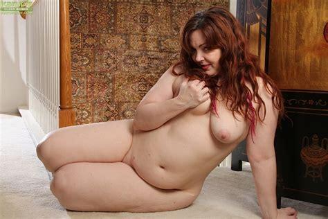 Ember Rayne Chubby Mom Getting Naked