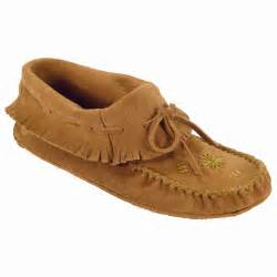women s shoes shop kids womens and mens moccasins at moccasins