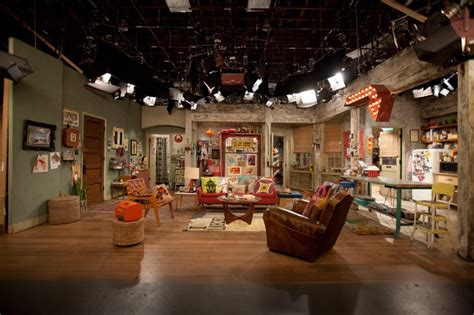 pin   broke girls    girls apartment