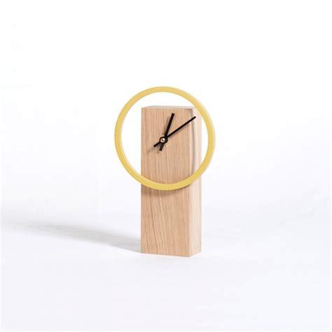 horloge sur bureau cyclock horloge de bureau à poser en bois naturel