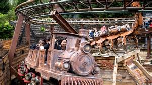 themed mirror theme parks in london things to do visitlondon