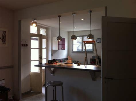 spot cuisine eclairage d une cuisine avec suspensions d 233 clic et spots 224