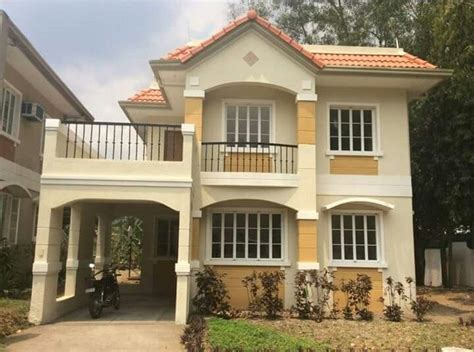 2 Storey House With Balcony And Garage