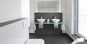Badezimmer Grauer Boden Weiße Wand : badezimmer mit fliesen in schwarz und wei ~ Bigdaddyawards.com Haus und Dekorationen