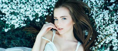Portraits Most Beautiful Women With Flowers From