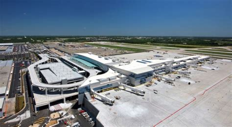top  busiest airports   world  trending top