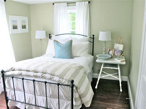 Guest Bedroom Ideas For Sophisticated Look Designwallscom