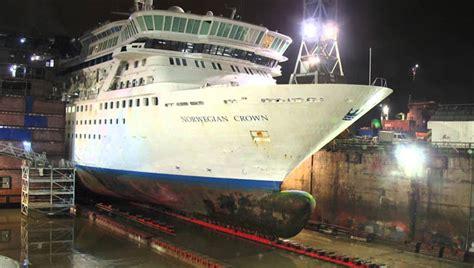 cruise ship cut    stretched  feet pop